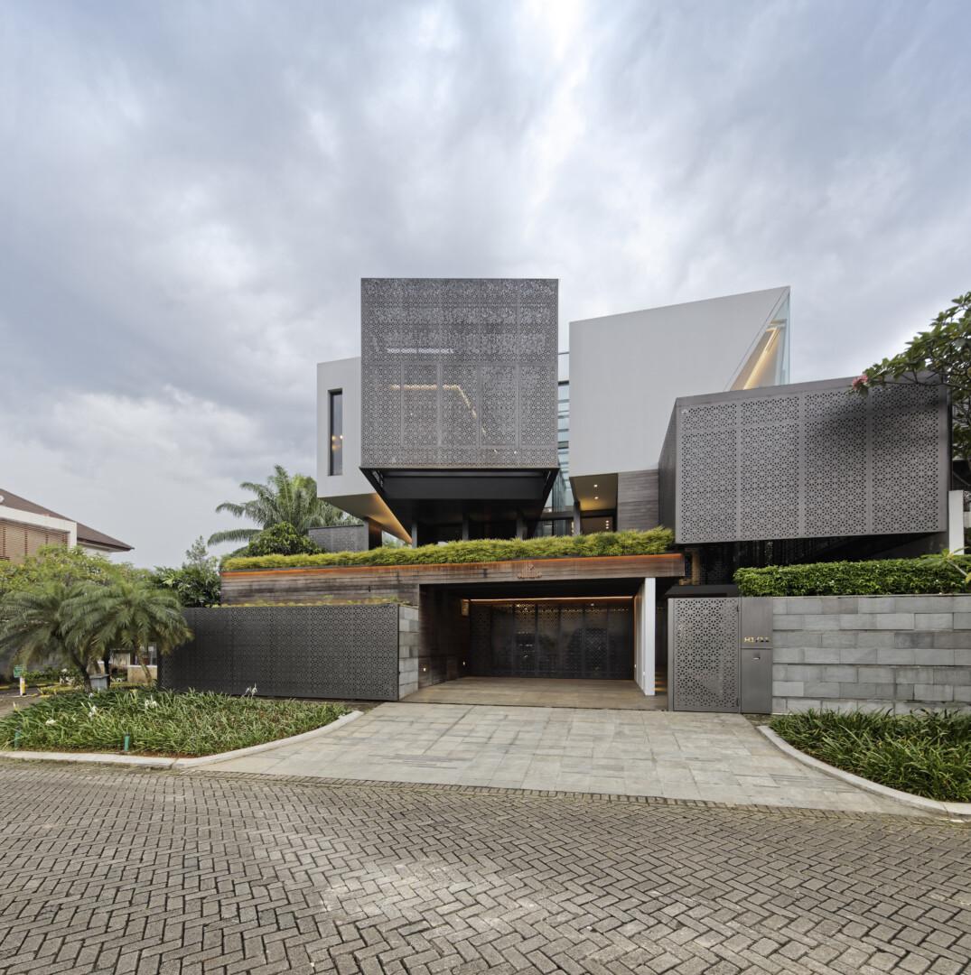 GOLFN HOUSE - Image 1